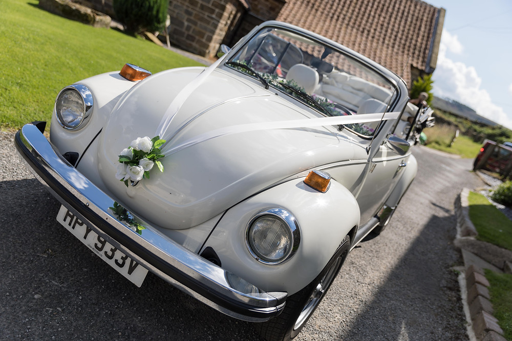 wedding photo of the wedding car