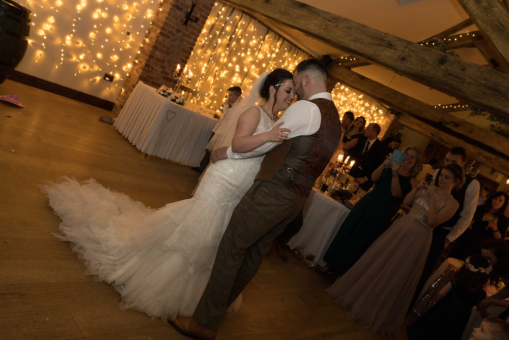 Wedding photographer captures first dance
