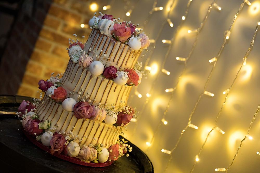 Stunning wedding photo of the wedding cake