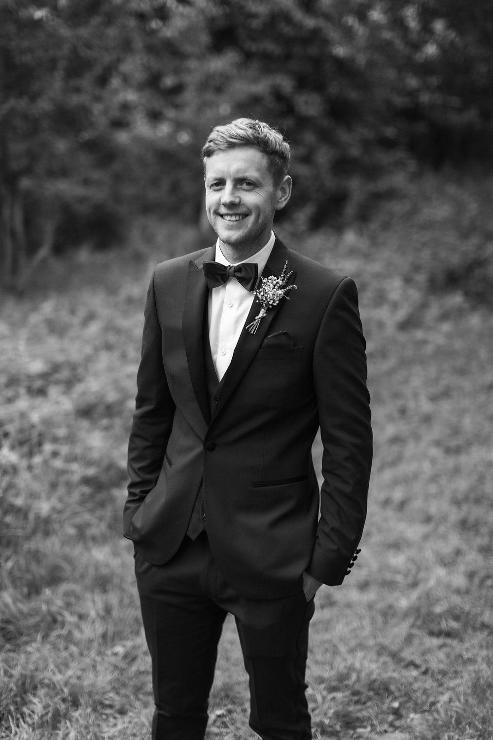 Portrait photography of the groom in black and white