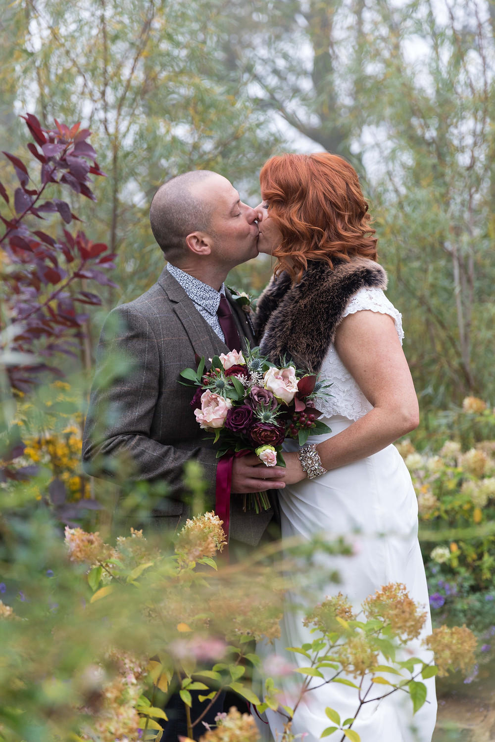 Stunning wedding photography: Bride & Groom in autumnal colours