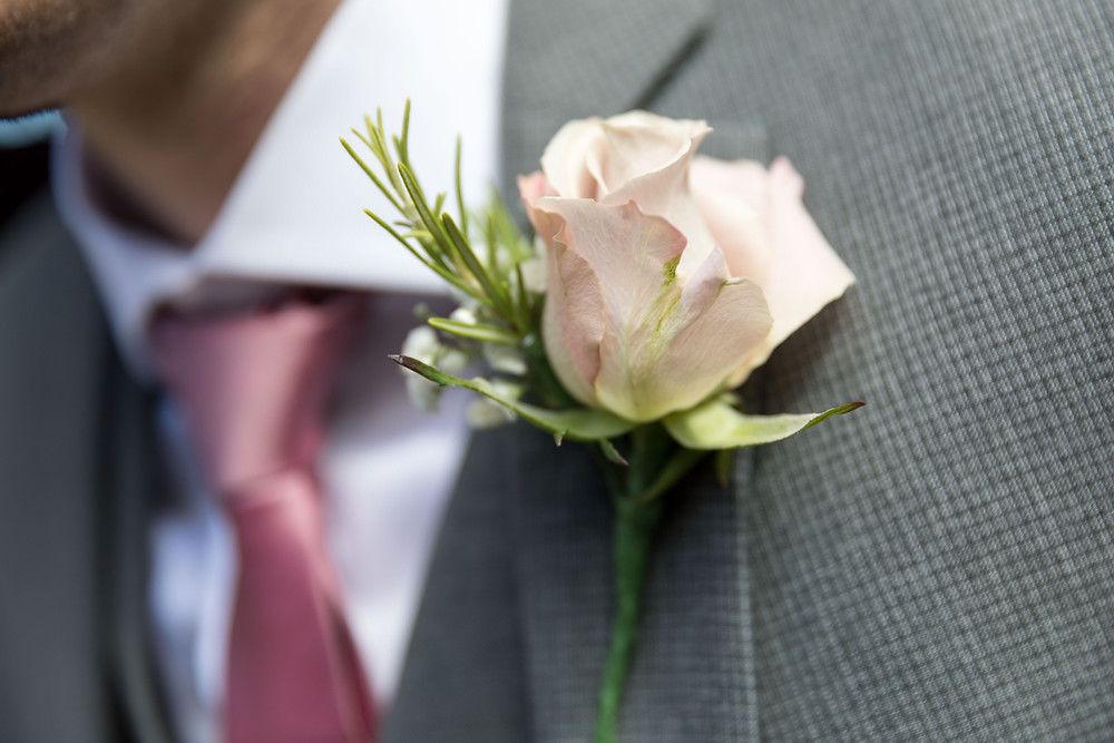 Wedding details: the grooms button hole