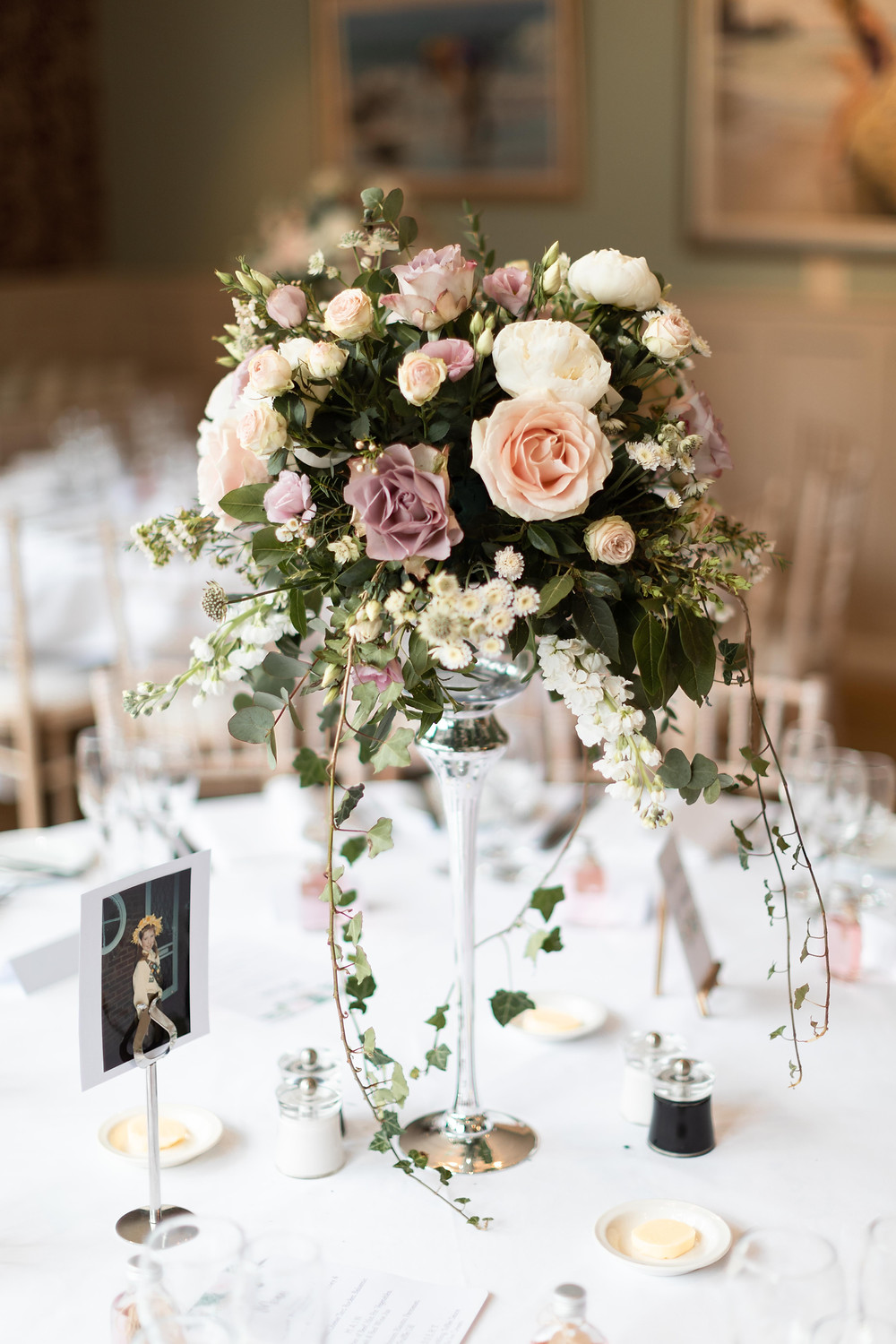 Wedding details: flowers on the tables