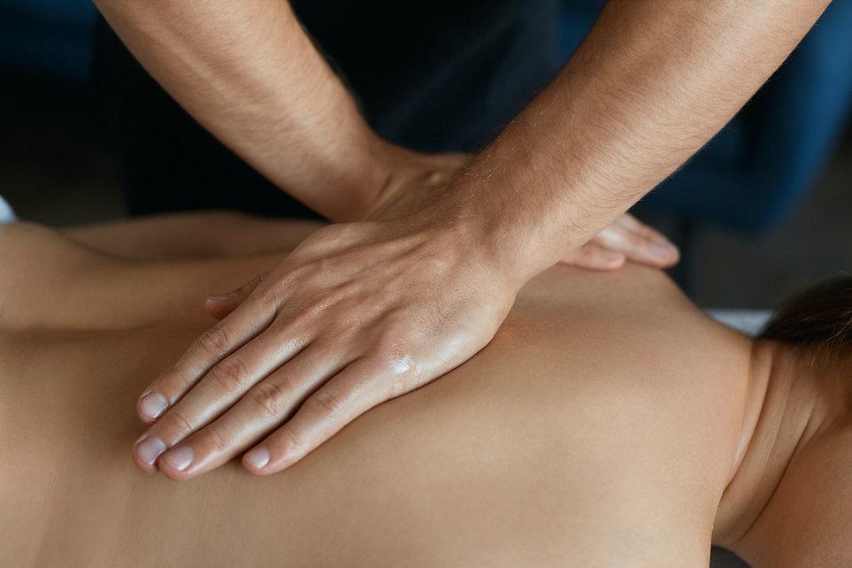 masseur-makes-massage.jpg
