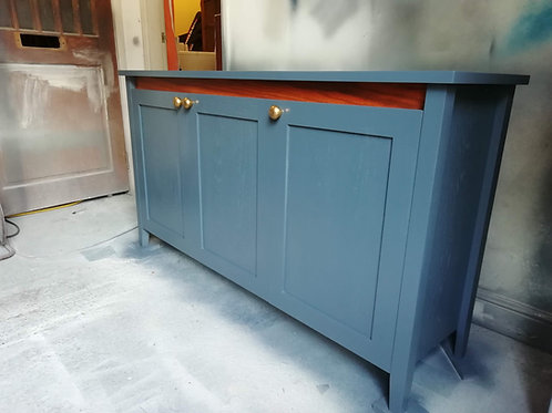 3 door oak sideboard with internal drawer