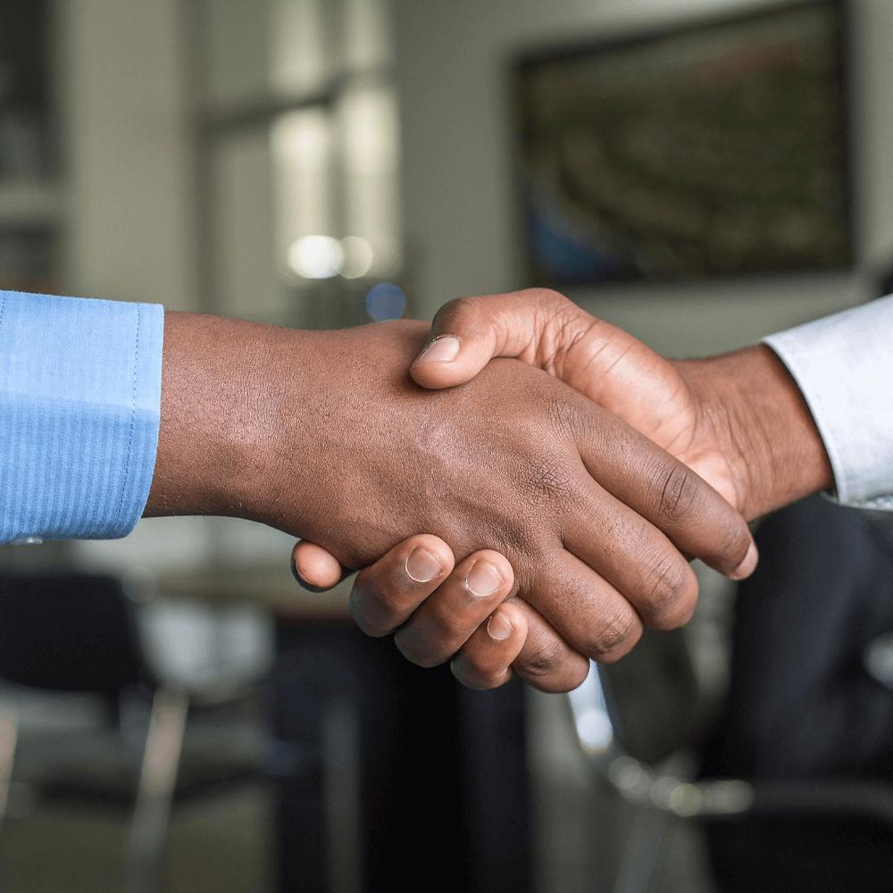 Aperto de mão-relacionamento com clientes