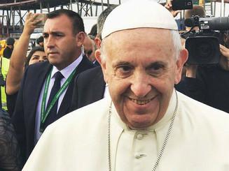 Alegría y emoción marcan la llegada del Papa Francisco a Chile