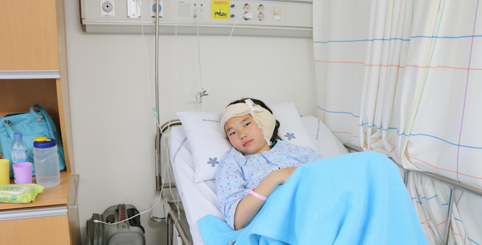 큐어백환아 (9) _ 몽골 델그르마 여아 (청각수술).jpg