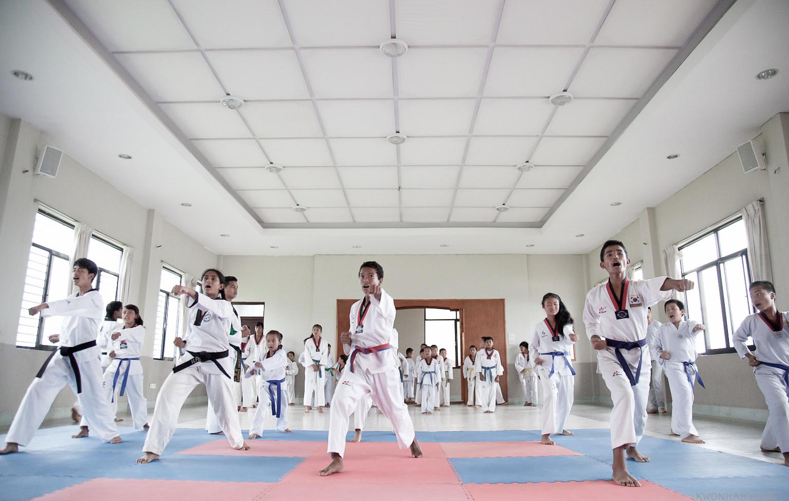 네팔 카투만두 새삶센터 태권도 교육.jpg