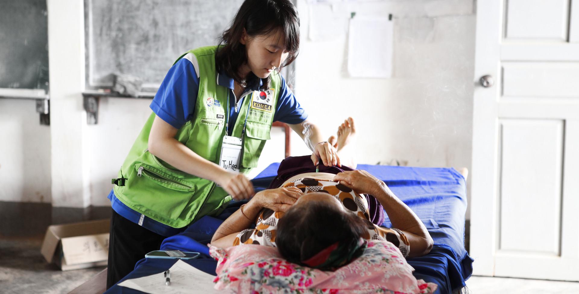 2014 라오스 원광대학교 의료 및 교육봉사 (8).jpg