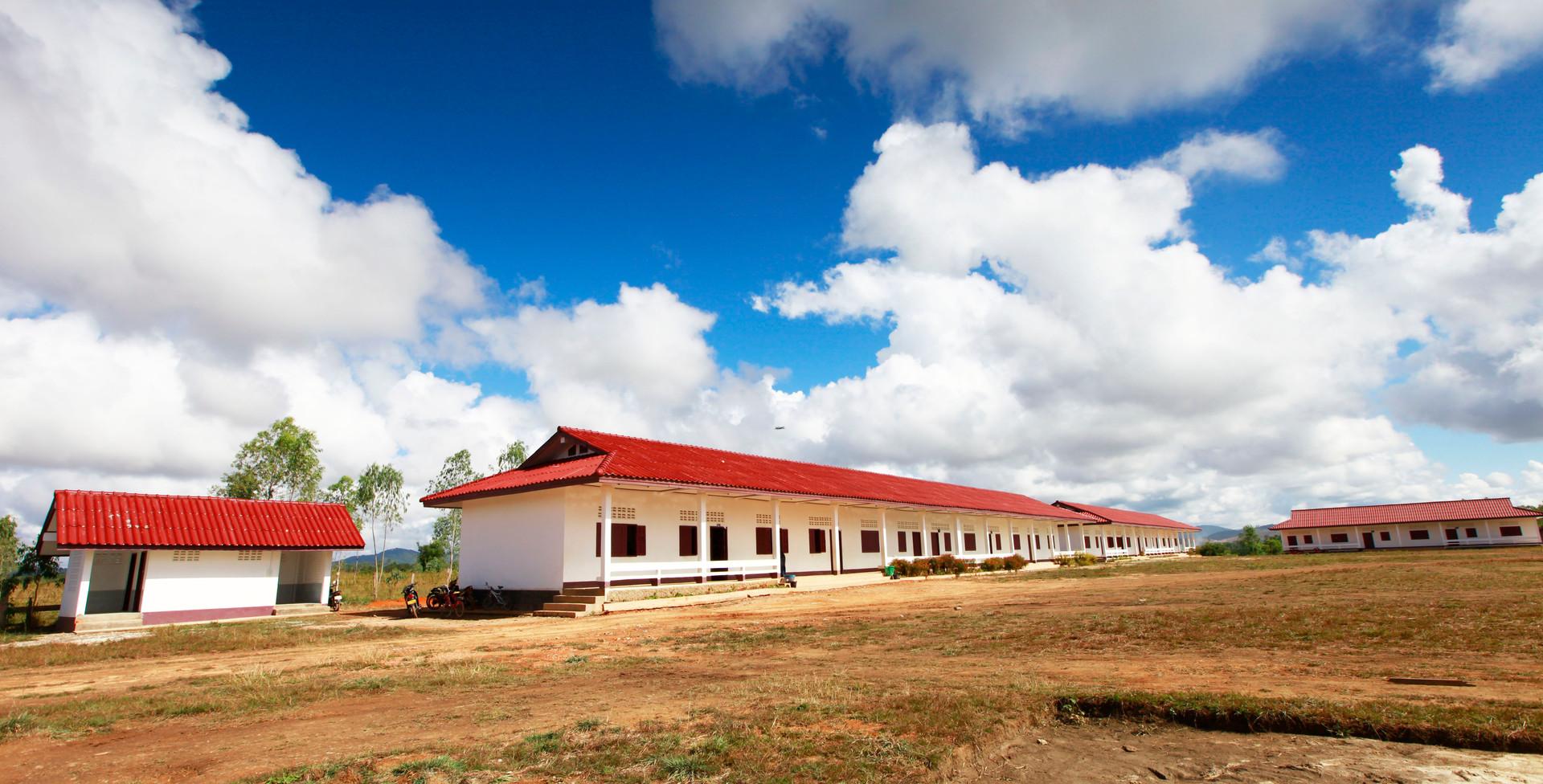 라오스 씨엥쾅주 세일롬학교 (건축) 전경.JPG