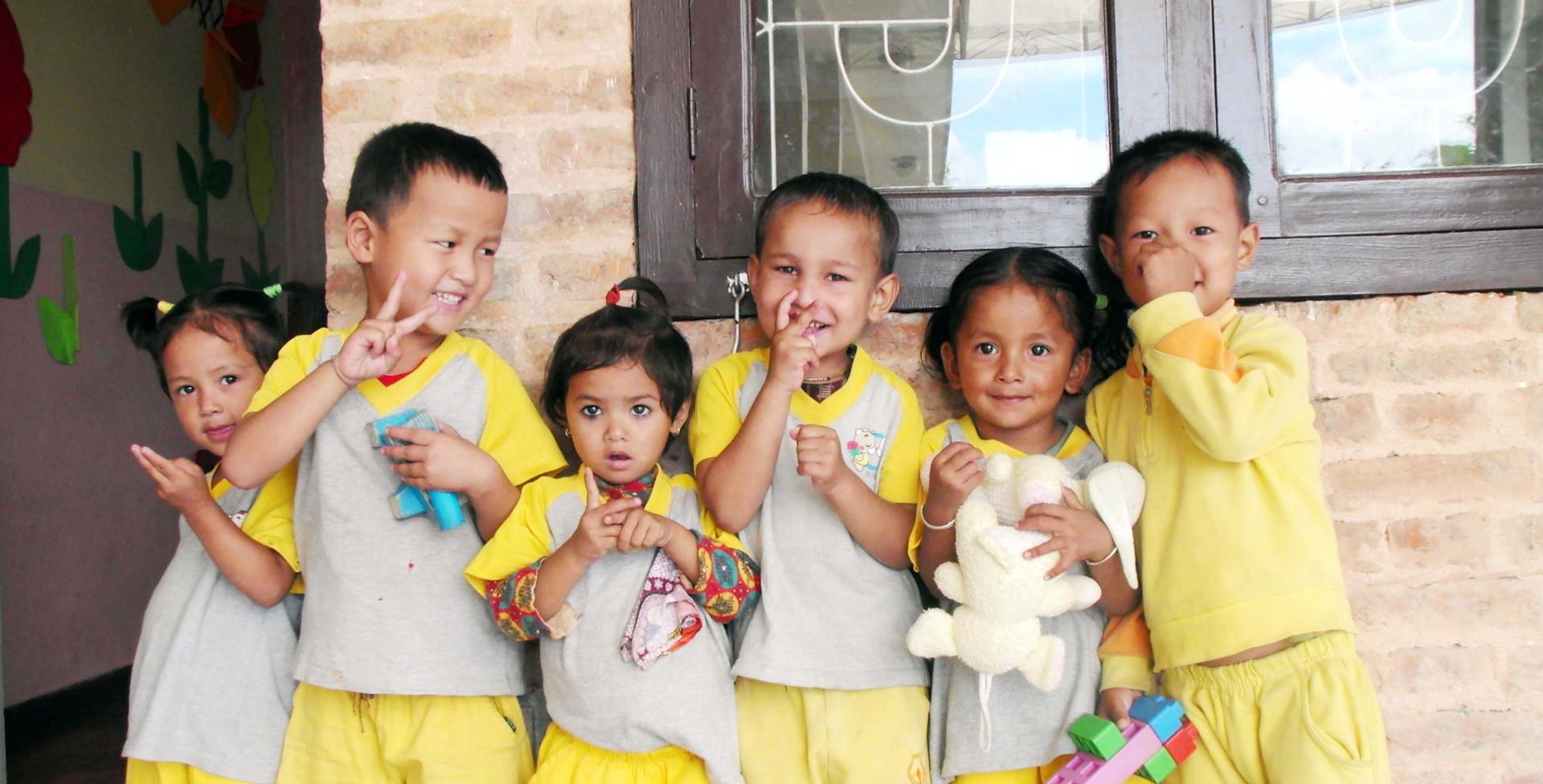 네팔 카투만두 새삶센터 어린이들.jpg