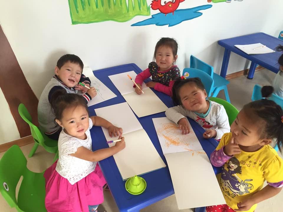몽골 울란바토르 뱀비어린이집 소속 어린이들.jpg