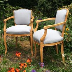 paire de fauteuils de style