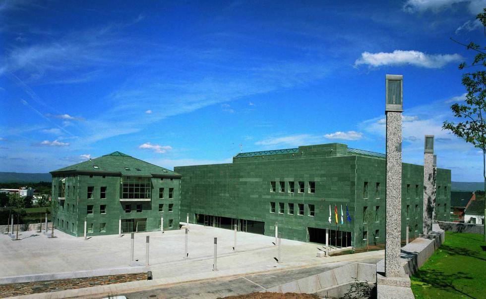 Complejo cultural y viviendas en Lugo
