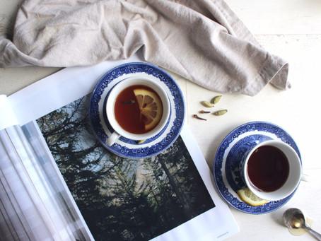 A HOMEMADE SPICED TEA FOR CRISP AUTUMN DAYS
