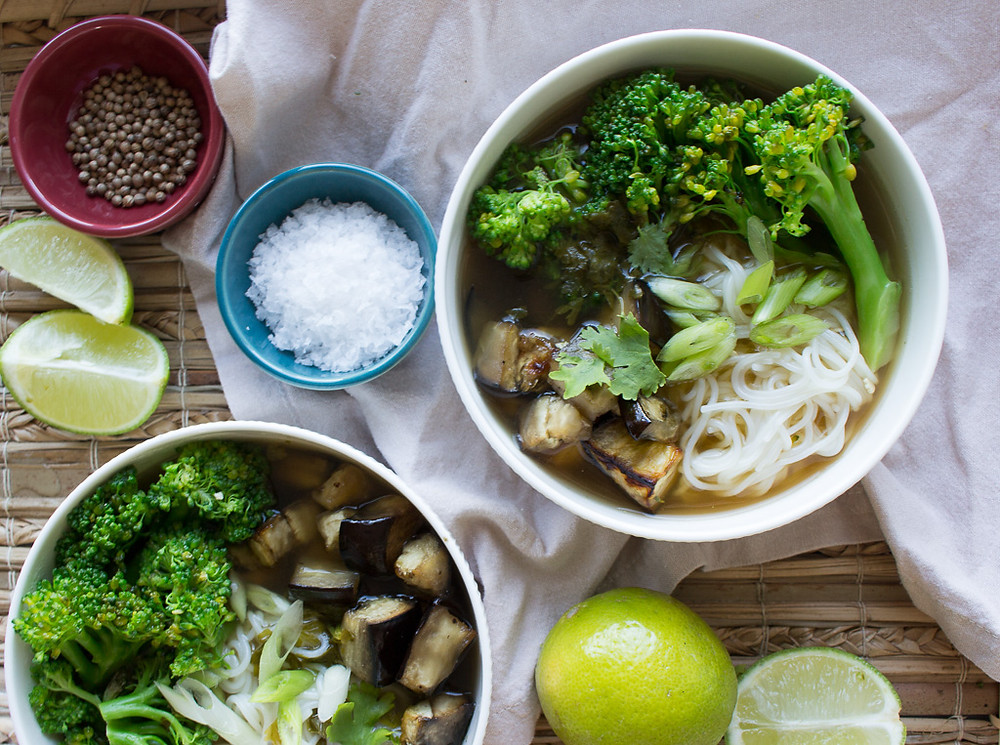 Asian broth with aubergine, broccoli and noodles
