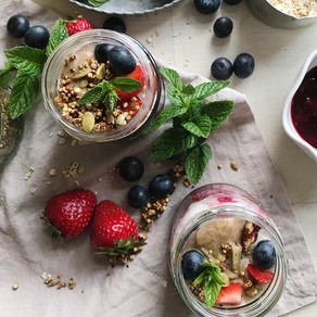 SUMMER BERRY COMPOTE OVERNIGHT OATS