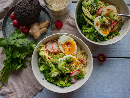 BROCCOLI & QUINOA BOWLS WITH AVOCADO AND SOFT BOILED EGGS