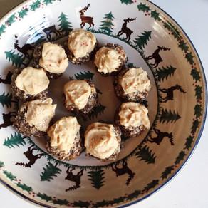Recipe: Mini Christmas Puddings with White Chocolate & Nutmeg Icing