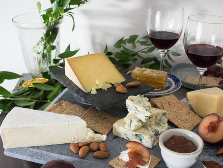AN EFFORTLESS CHEESE BOARD