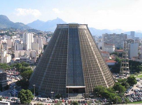 Catedral_Rio_de_Janeiro_17012013210501.jpg