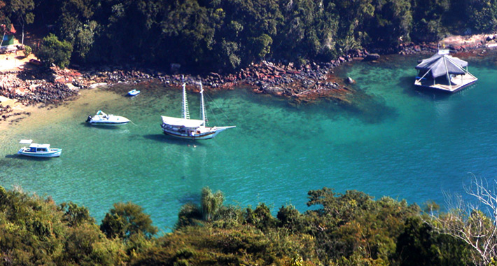 lagoa-verde-ilha-grande-2.jpg