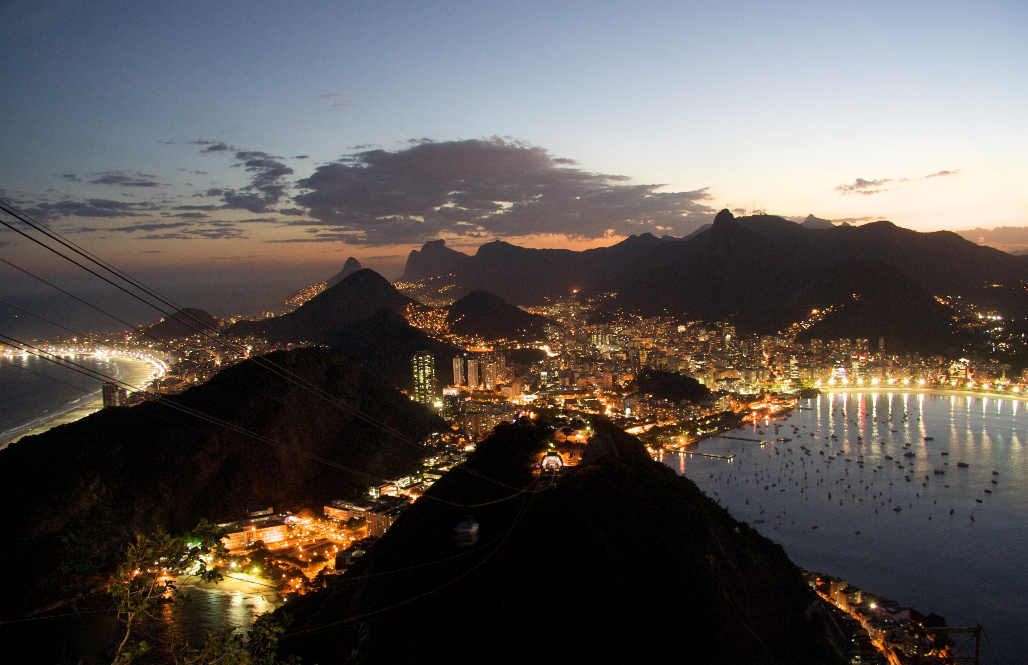 Rio_de_Janeiro_night.jpg