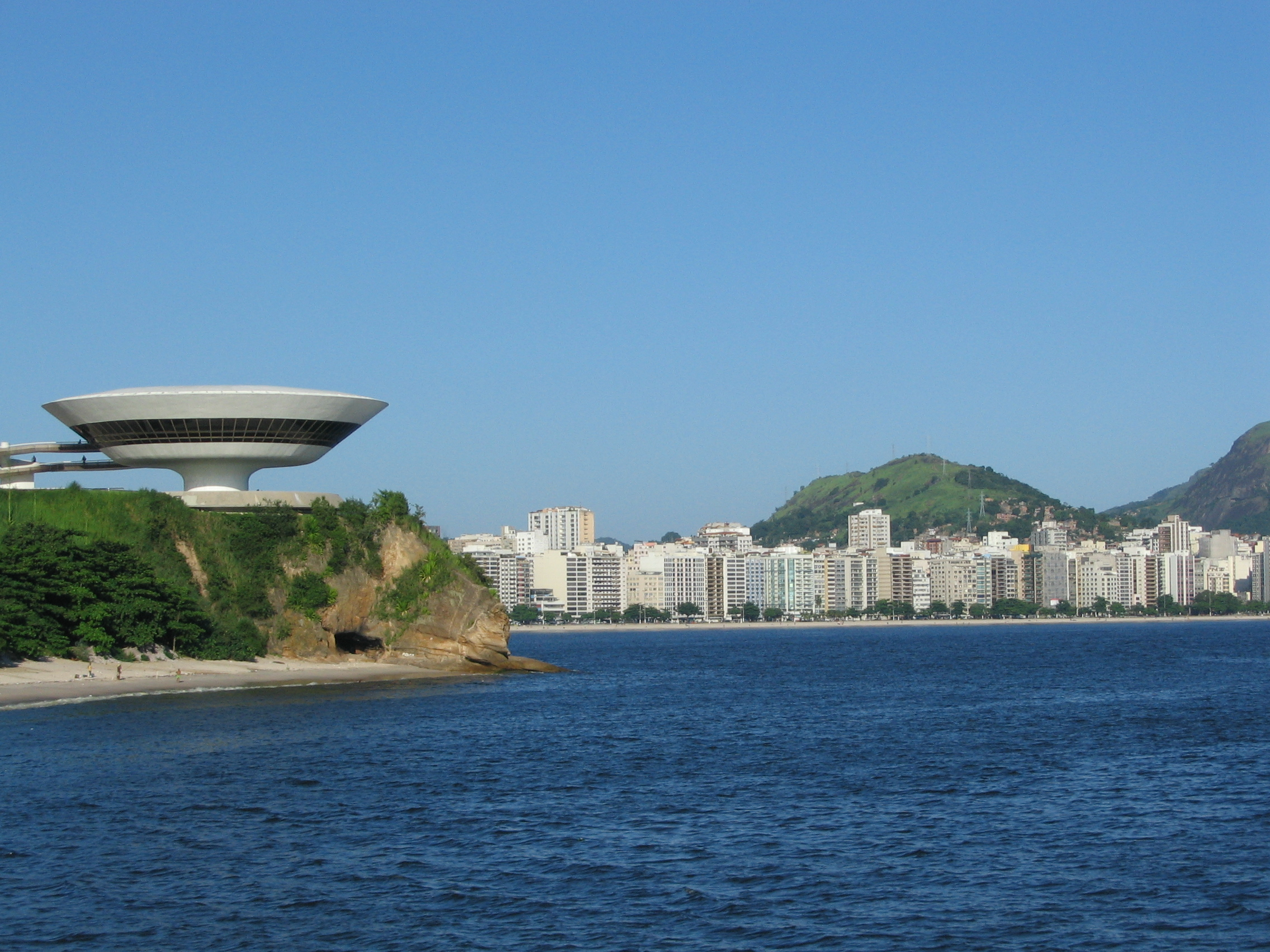 Niterói_bay_and_contemporary_musem.jpg