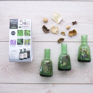 玫瑰草+迷迭香+薰衣草+雪松+鼠尾草精油洗潤髮組桌上型三角展示立牌