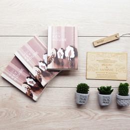 木製鑰匙圈一體成型掀蓋式書本彩盒