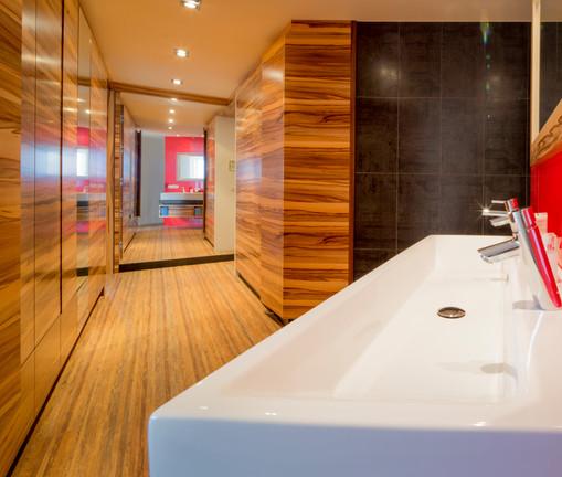 Badkamer Kastenwand