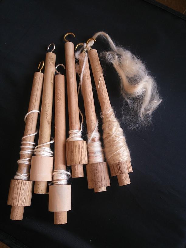 今回の森の学舎は「スピンドルづくりと糸紡ぎ」