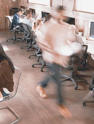 忙しいオフィス