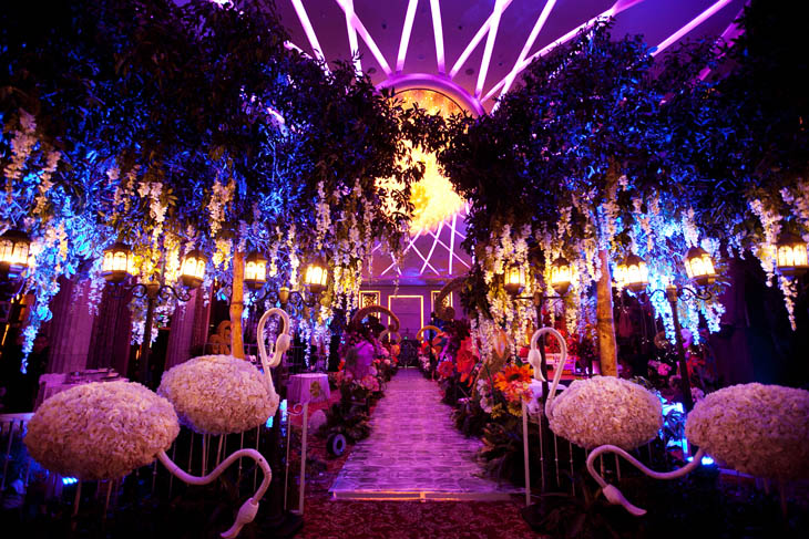 gothic-alice-in-wonderland-wedding