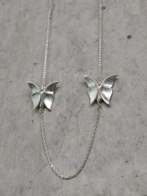 Collar dos mariposa grandes largo