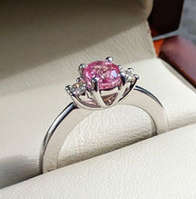 Oro blanco, zafiro rosa y diamantes.jpg