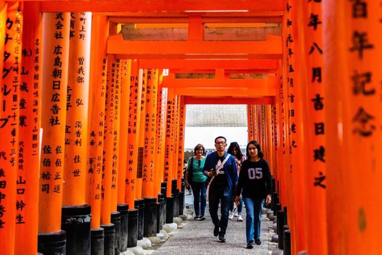 fushimi-inari-shrine-kyoto-day-trip-from-tokyo