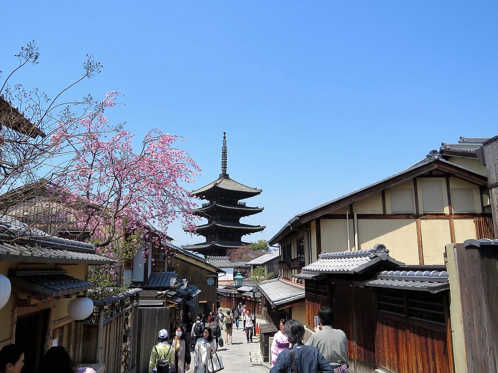 group-tours-kyoto-yasaka-pagoda