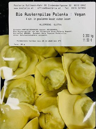 Frische, handgemachte Austernpilz-Polenta-Ravioli (vegan)