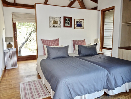 Twin bedroom with en-suite shower at Imani