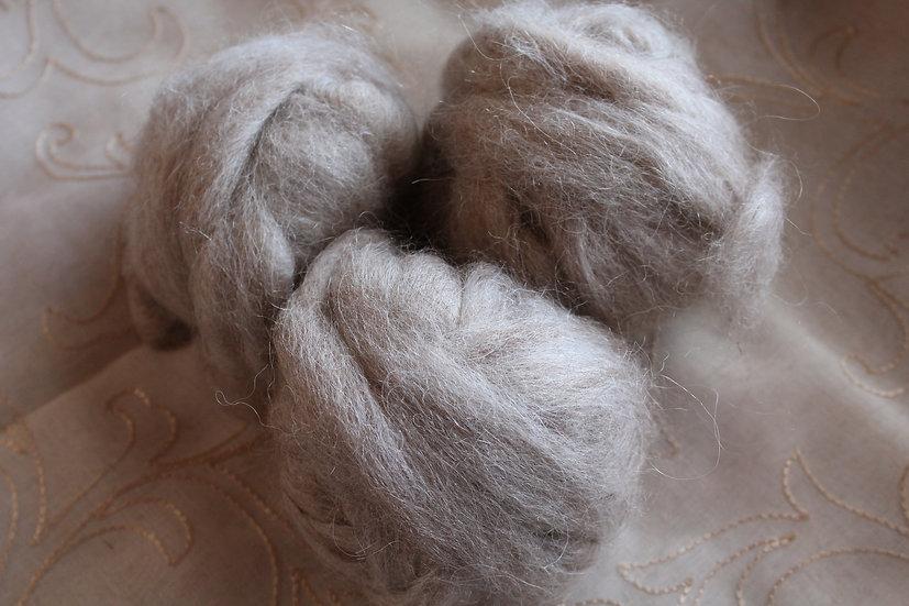 Suri Llama Beige-Grey Roving