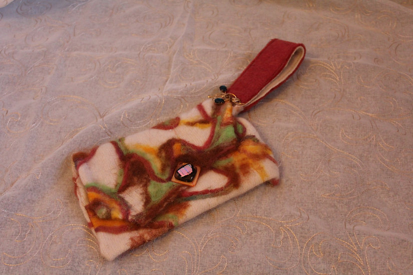 PRS19 - Felted Clutch with Antique Pin