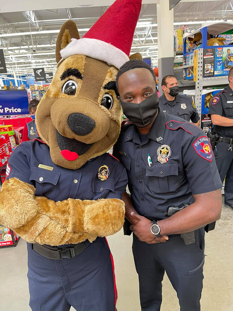 """FULSHEAR POLICE PARTICIPATE IN SHOP WITH A COP WITH """"SUNSHINE THROUGH THE RAIN"""""""