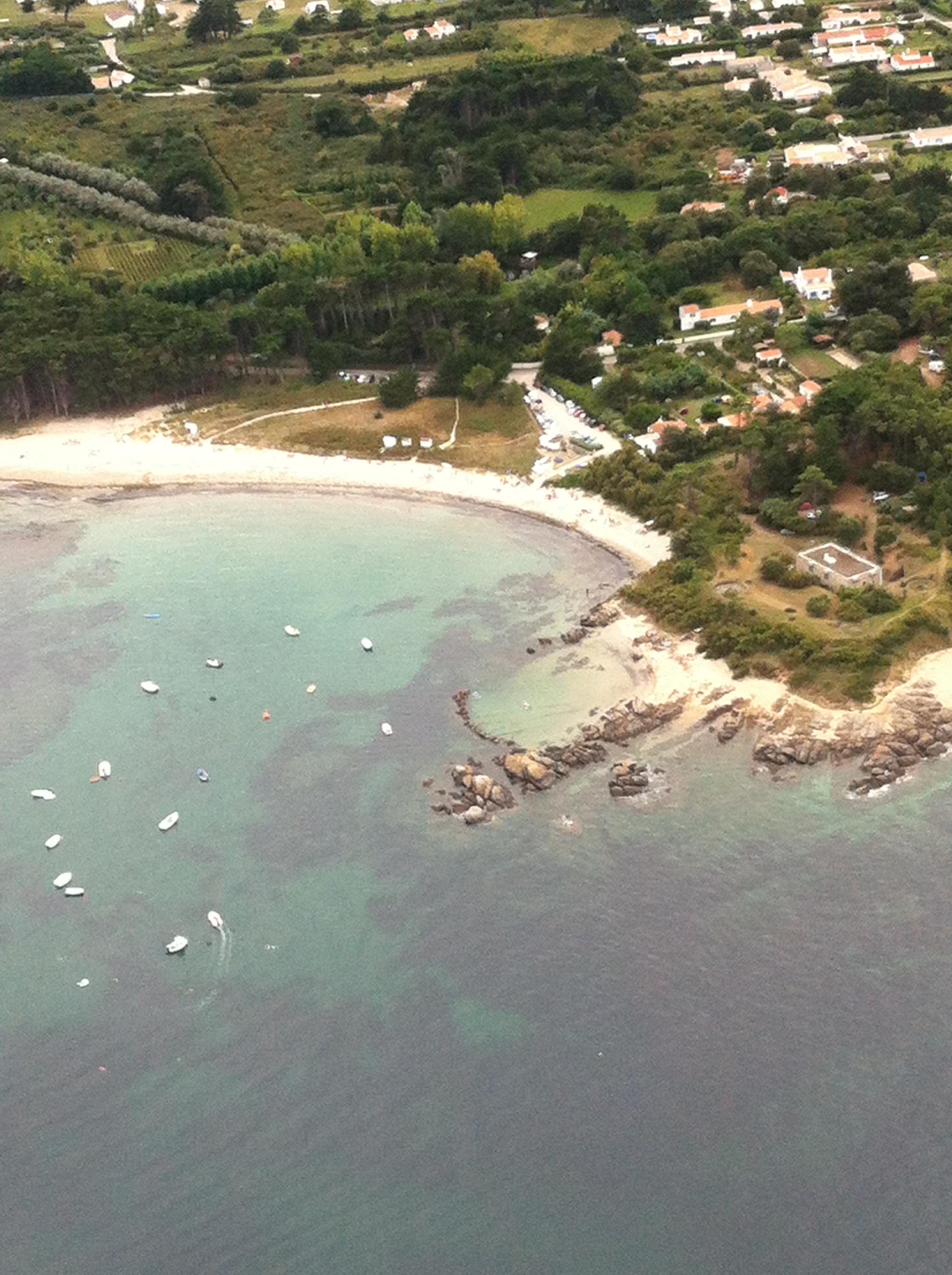 en_ton_île_d'_yeu_petit_port_&_plage_des_sapins.JPG