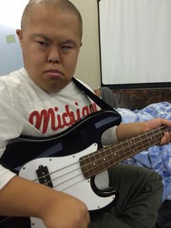 ギター弾けませんが