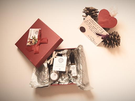 Cum îți personalizezi pachetele de Crăciun cu parfumurile preferate