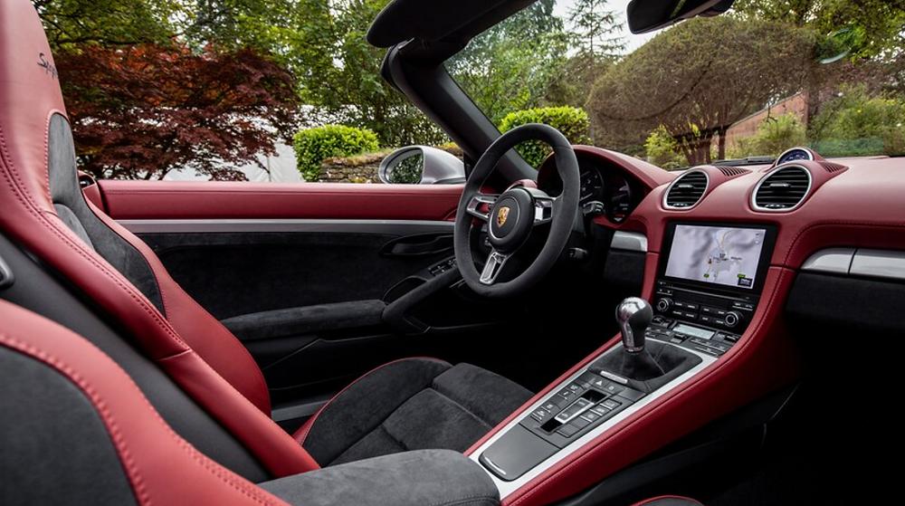 2020 Porsche 718 Spyder Interior