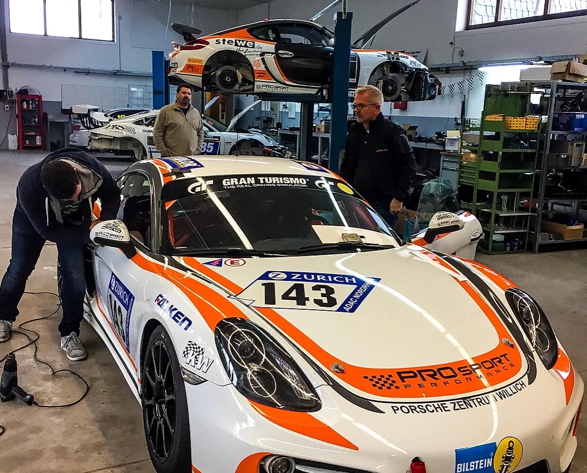 Porsche Cayman GT4 - 2017 Season
