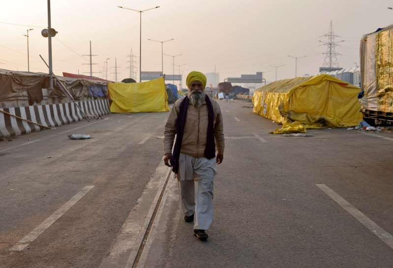 © Reuters/DANISH SIDDIQUI A rancher strolls at a site where ranchers have assembled to challenge ranch laws at Ghaziabad